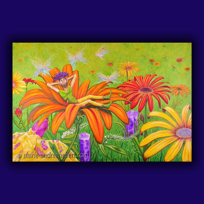 Peinture d'un lutin bien allongé sur une fleur accompagné de petites elfes travaillant avec les énergies au dessus de lui dans un champs remplis de fleurs et d'herbes hautes ainsi que de rochers de quartz