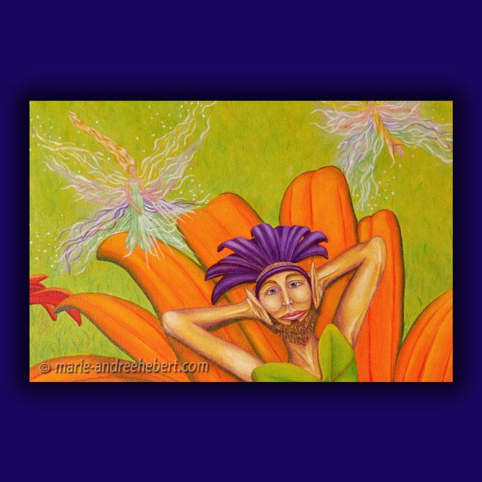 Détails d'une peinture d'un lutin bien allongé sur une fleur accompagné de petites elfes travaillant avec les énergies au dessus de lui dans un champs remplis de fleurs et d'herbes hautes ainsi que de rochers de quartz